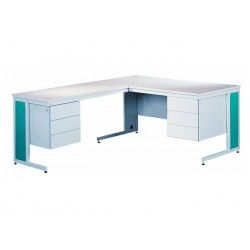 Письмовий кутовий металевий стіл, оснащений двома контейнерами по три скриньки